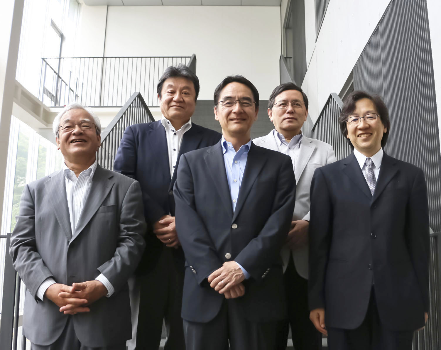 上段左から、堀池純夫、大西廉伸 下段左から、松本幹雄、富井和志、島本直伸